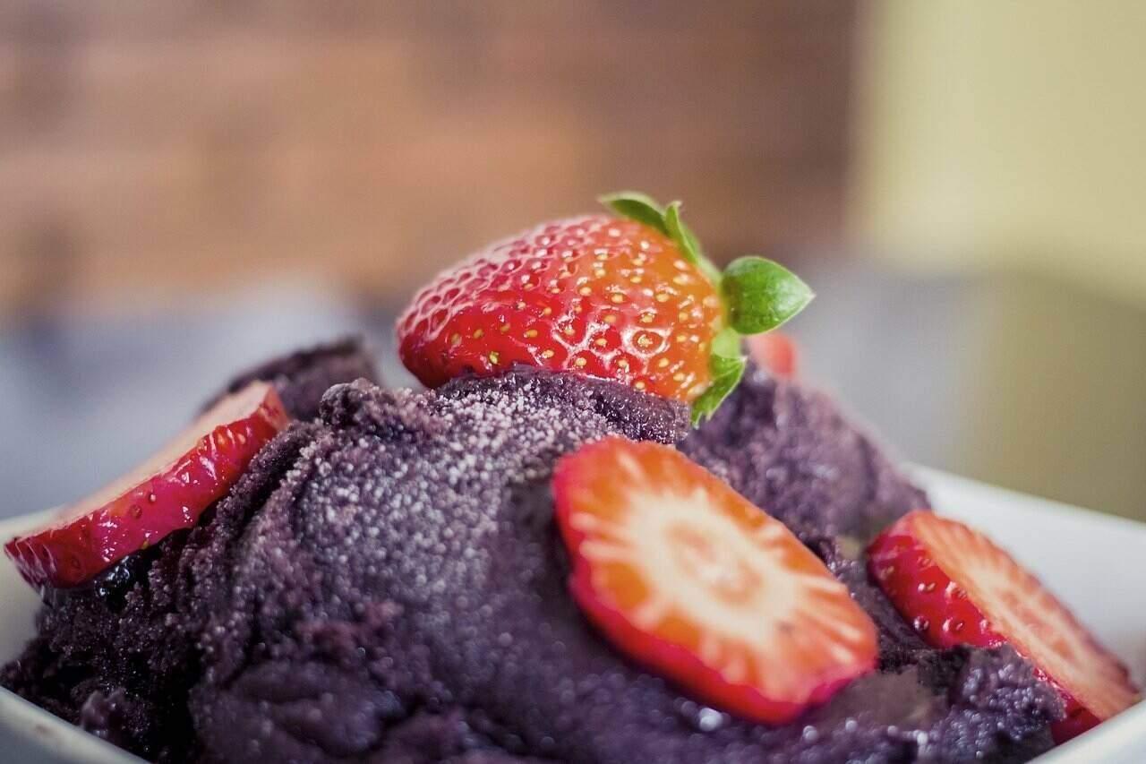 Strawberry acai bowl